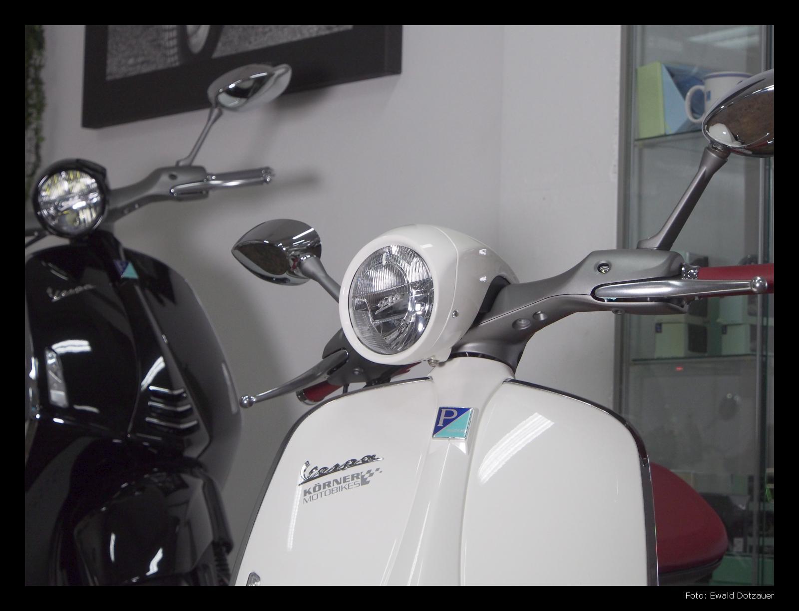 Vespa 946 in Schwarz oder Weiß. Braucht es wirklich eine andere Farbe für diesen Roller?