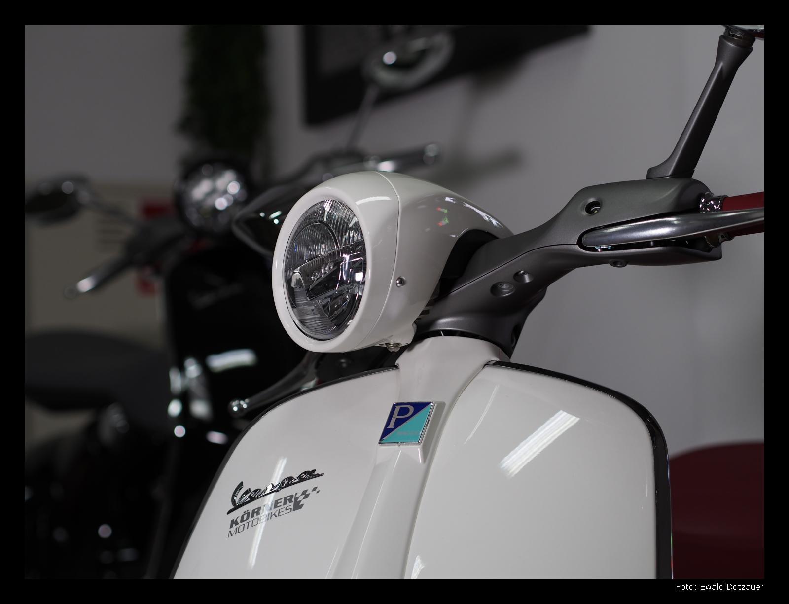 VESPA 946, Front in weiß bei Körner Motobikes, Ottobrun bei München