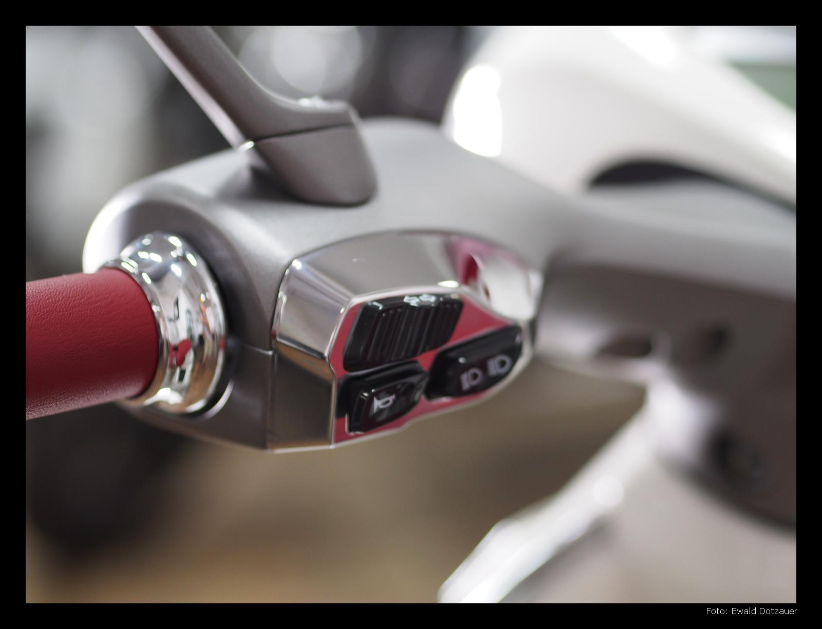 Vespa 946 - Schalter am linken Lenkergriff